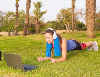 Online Training im Garten oder Park